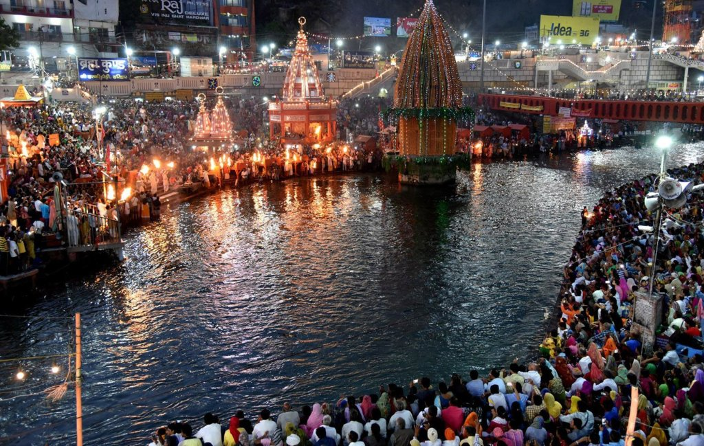 There is a sinking of faith here on Makar Sankranti. The worship of Suryadev and the bathing of Ganga on Makar Sankranti is very important - @worldcreativities