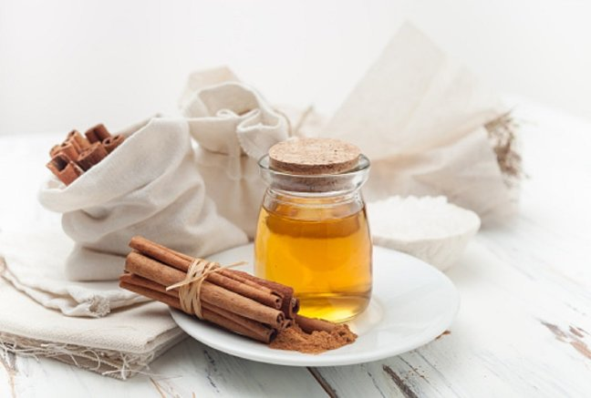 You will be surprised to know the benefits of eating cinnamon with honey.