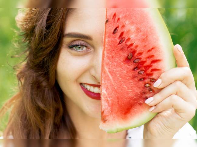 world creativities Face will bloom in the blink of an eye, apply this special face pack made of watermelon water for instant glow - www.worldcreativities.com