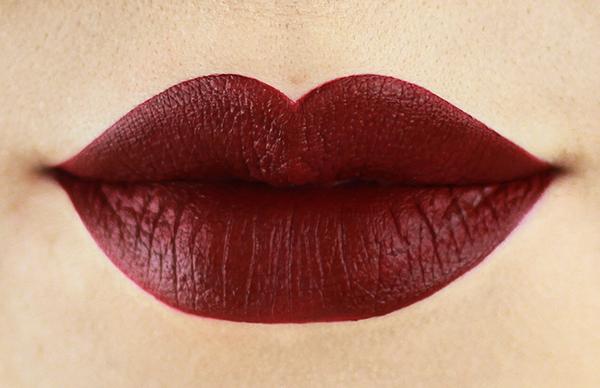 To make thin lips look full, apply lipstick like this  www.worldcreativities.com