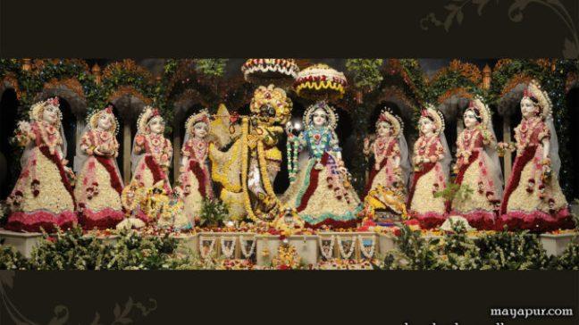 Ashtasakhi Sudevi Sakhi does the work of giving water to Shri Krishna and Shri Radha.