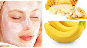 You can easily increase the glow of the skin not only by going to the parlor but also sitting at home. Banana face pack in this work