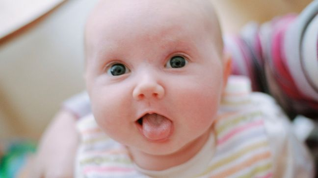 How to clean baby's tongue