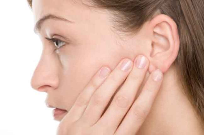 If the worm goes into the ear during the rainy season, then follow these home remedies
