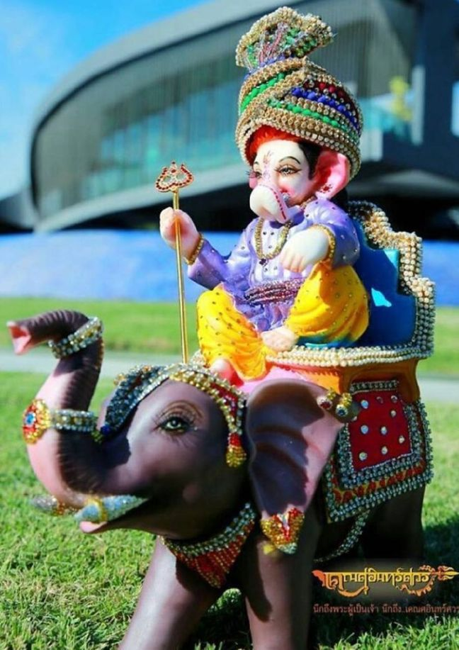 The story behind being called Ekadanta, the name of Lord Ganesha 'Ekdant' was written from the broken tooth.